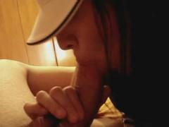 femme-casquette-suce
