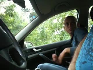 jeune-voiture-pipe