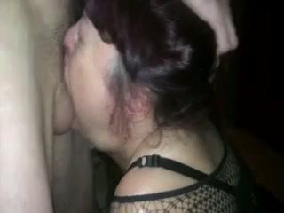 gorge profonde sur femme menottee