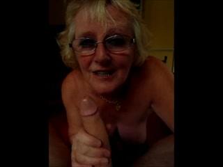 pied de femme mature vieille salope avale