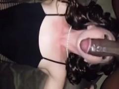 brune-gorge-profonde-interracial-pipe
