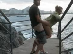 port-amateur-couple-baise-outdoor-pipe-levrette