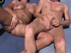 masturbation-branlette-chatte-rasee-couple-orgasme